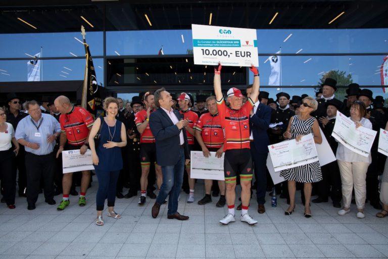 ETI experts Scheck sponsort mit 10.000 Euro die Schornsteinfeger-Glückstour 2019